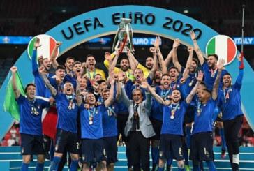 Как итальянцы празднуют победу на Евро?